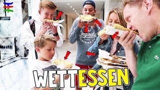 Wer kann SCHNELLER Pizza verschlingen 🍕 Spontane Hand-Pizza Challenge 😁 TipTapTube Family 👨👩👦👦