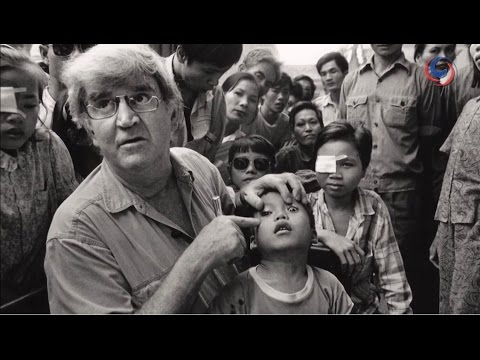 Ray Martin visits Bangkok to support the Fred Hollows Foundation - Restoring blindness for only $25!