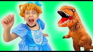 Little Princess turned her sister into a Dinosaur!!   Super Elsa