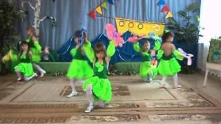 танец с цветами(Танец с цветами. Музыка Ю.Антонова. Исполняют девочки старшей группы детского сада №14