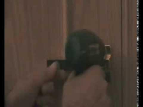 instalar cerrojo fac en puerta blindada