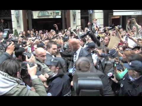 Lady Gaga massive crowd of fans in Paris thumbnail