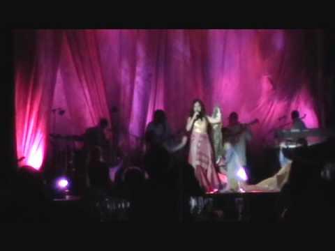 Salma Ya Salama - Dalida's song - Chantal Chamandy live