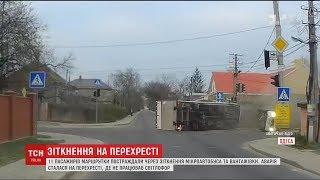 Вантажівка врізалась у маршрутку в Одесі