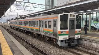 JR東海213系到着+JR東日本211系(松本行普通)入線 茅野駅/中央本線