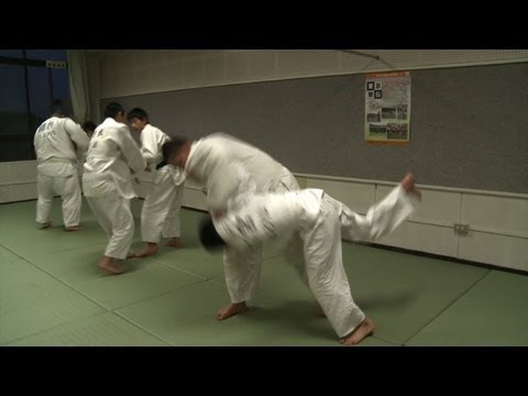 Judo: Bullying exposes sports' military roots in Japan