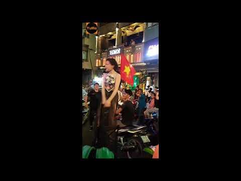Gái xinh da trắng đi bão quẫy ăn mừng ĐT U23 Việt Nam (part 2) - Giải trí Yume.vn
