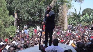 Baixar Uganda's Bobi Wine returns home