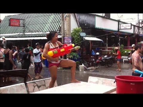 taking-the-girls-to-pattaya-songkran