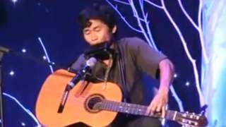 Nghệ sĩ thổi harmonica và chơi guitar một tay - Nguyễn Thế Vinh