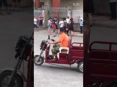 [China Today]女人何苦为难女人,一大堆人当街胖揍可怜小三!