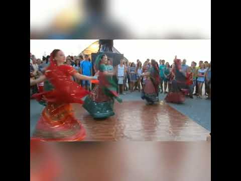 RUSSIAN GIRLS DANCE ON Sonu Tane Mara Par Bharoso Nai Ke - Navratri 2017 Garba Song