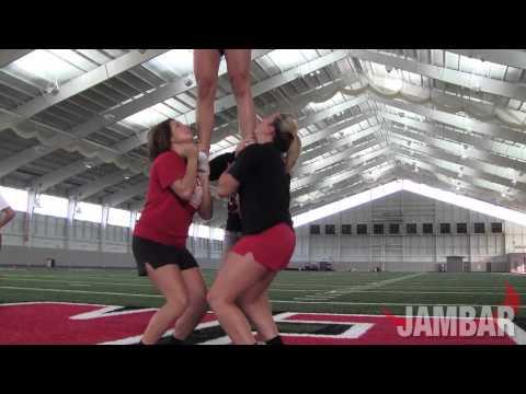 YSU cheerleaders