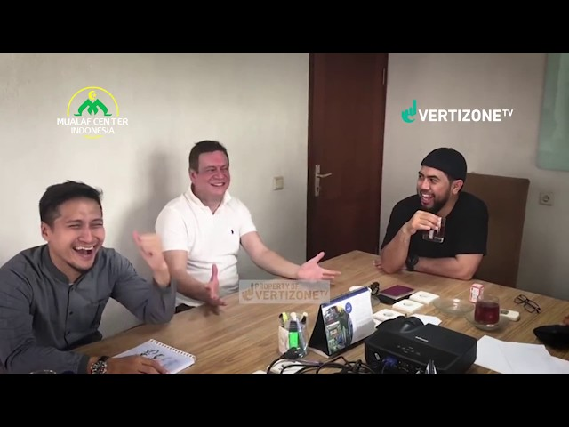 baru saja syahadat bersama koh Steven Indra Wibowo, disaksikan Ari Untung & Erwin (AyahKembar)