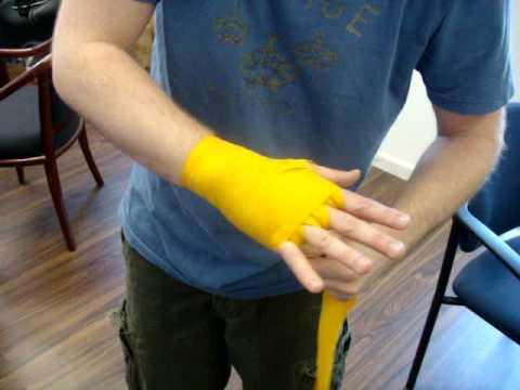how to put on hand wraps muay thai