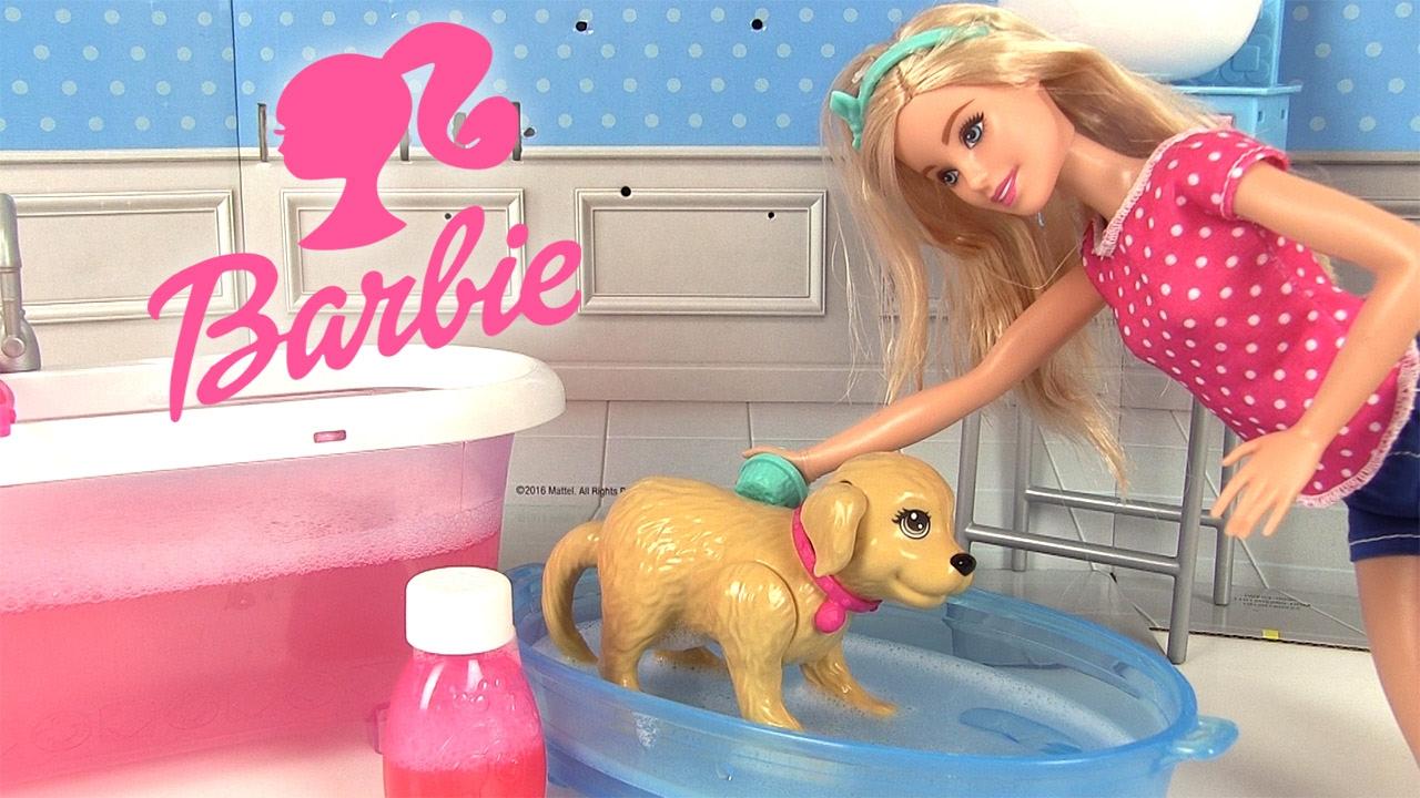 Poup e barbie son chien taffy et sa salle de bains avec baignoire histoire de jouets youtube - Barbie et son chien ...