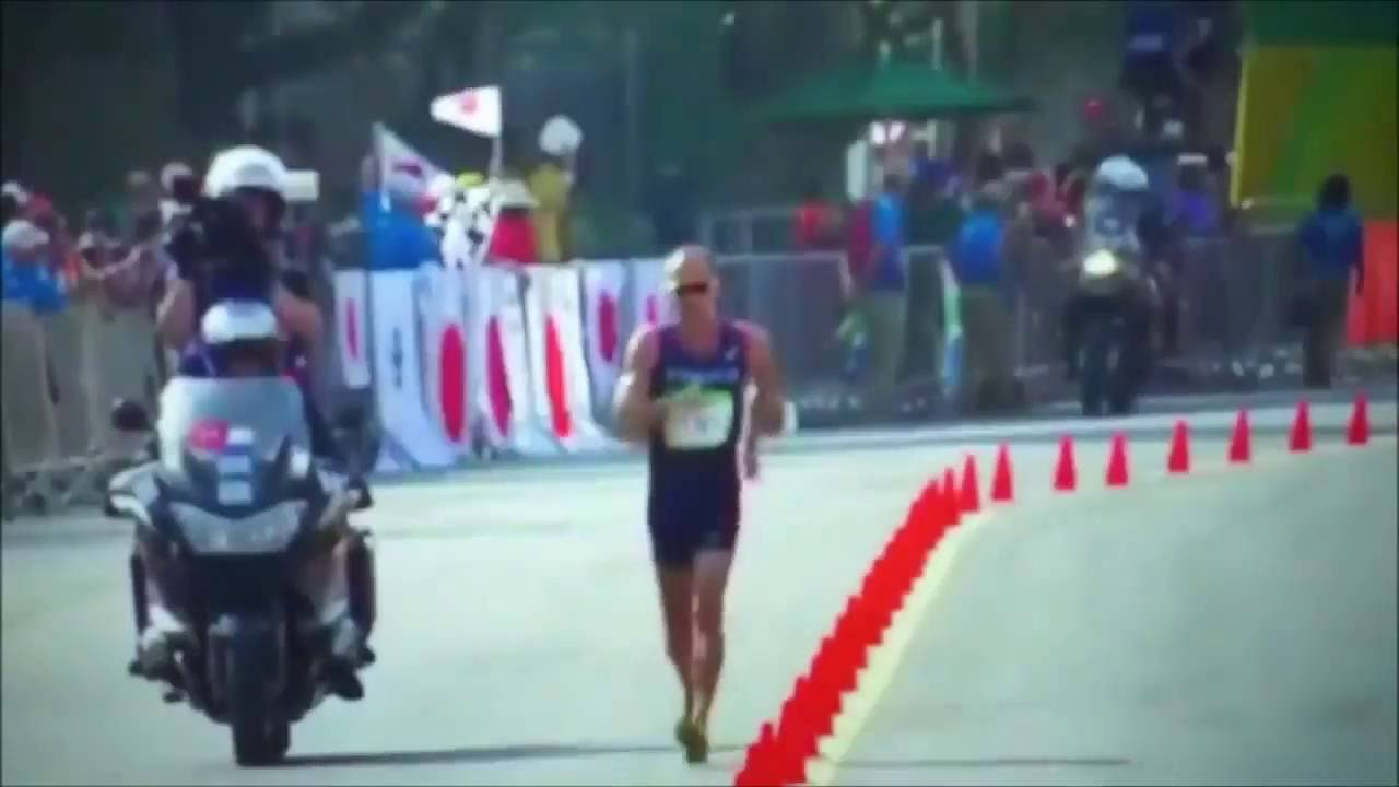 Olympic 2016 Video   Player Poos. French Olympic Walker, Yohann Diniz Poos  Himself Mid-Race adcf0f5ea4