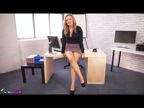 Sexy Blonde Secretary In Mini Skirt. Сексуальная секретарша блондинка в мини-юбке