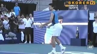 Djokovic'ten Sharapova taklidi koparttı! Video