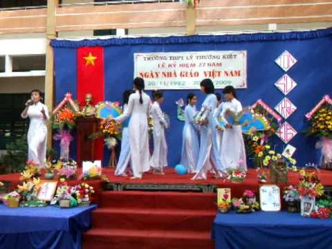 THPT Ly Thuong Kiet- Lop 12B3 - Khoang lang phia sau thay