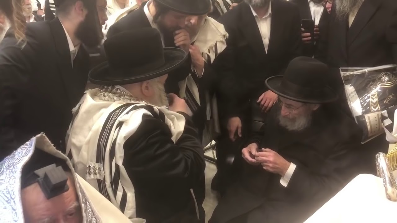 Rav Moshe Wolfson and Bobover Rebbe Having a L'Chaim in Miami - Winter 5778