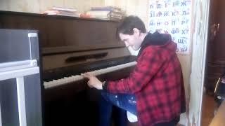 Бумер на фортепиано