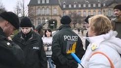 Räumung der Bannmeile Teil 2 Polizist klaut Handy!