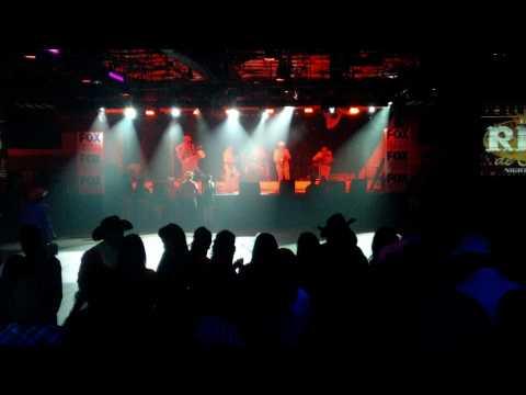 Los Dominantes Del Norte Presentacion En El Rey De Oros Nightclub 2010