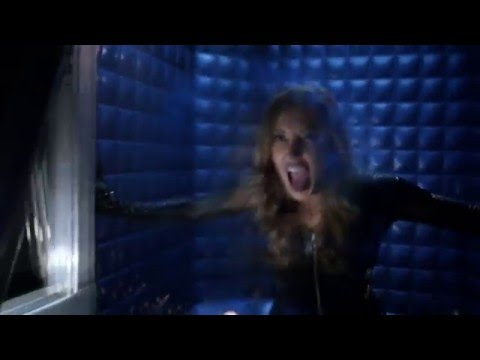 The Flash 2x22 - Black Siren in Star Lab