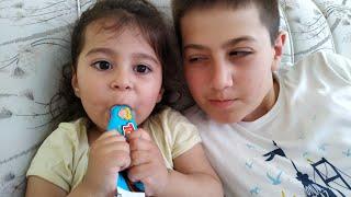 Ayşe Ebrar Toybox Çikolatayı Hasan'ın Elinden Aldı Kaçtı ve Yedi. Çikolata Bitince Ağladı