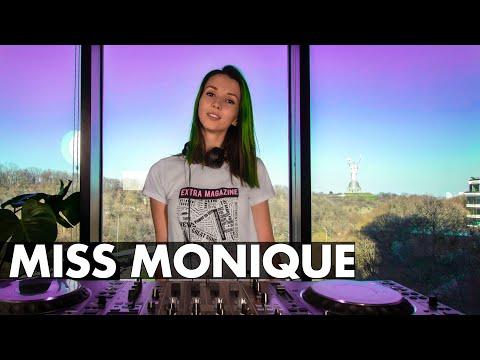 Miss Monique - Live @ Radio Intense 07.04.2020 [Progressive House / Melodic Techno]