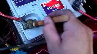 видео Чем смазать клеммы аккумулятора, чтобы не окислялись
