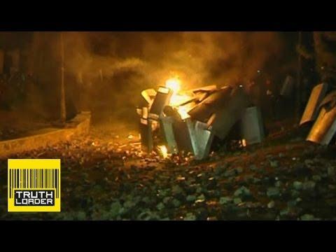 Molotov cocktail burns police in Kiev - What's going on in Ukraine? - Truthloader