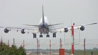 Boeing 747 setzt hart auf (Hannover Flughafen EDDV) / Boeing 747 Hard Approach at Hannover Airport