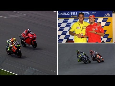 Historic MotoGP™ Battles -- Rossi vs Biaggi - YouTube