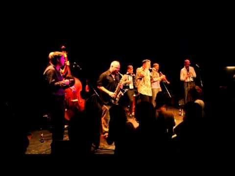 Amsterdam Klezmer Band - Limonchiki (Live At Moods Zürich)
