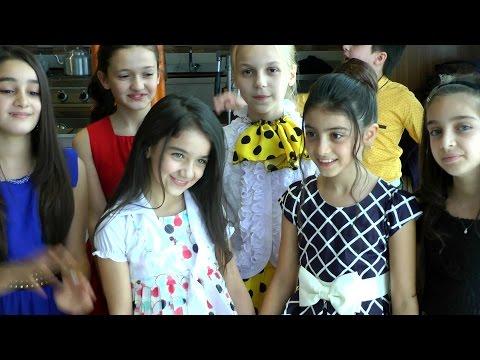 İsrolk çocuklardan Minik Azeri Galatasaraylı Zeynebe sarı kırmızılı doğum günü kutlaması