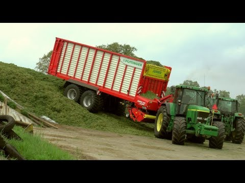 Silage 19 - Wagon and Pit. - John Deere action.