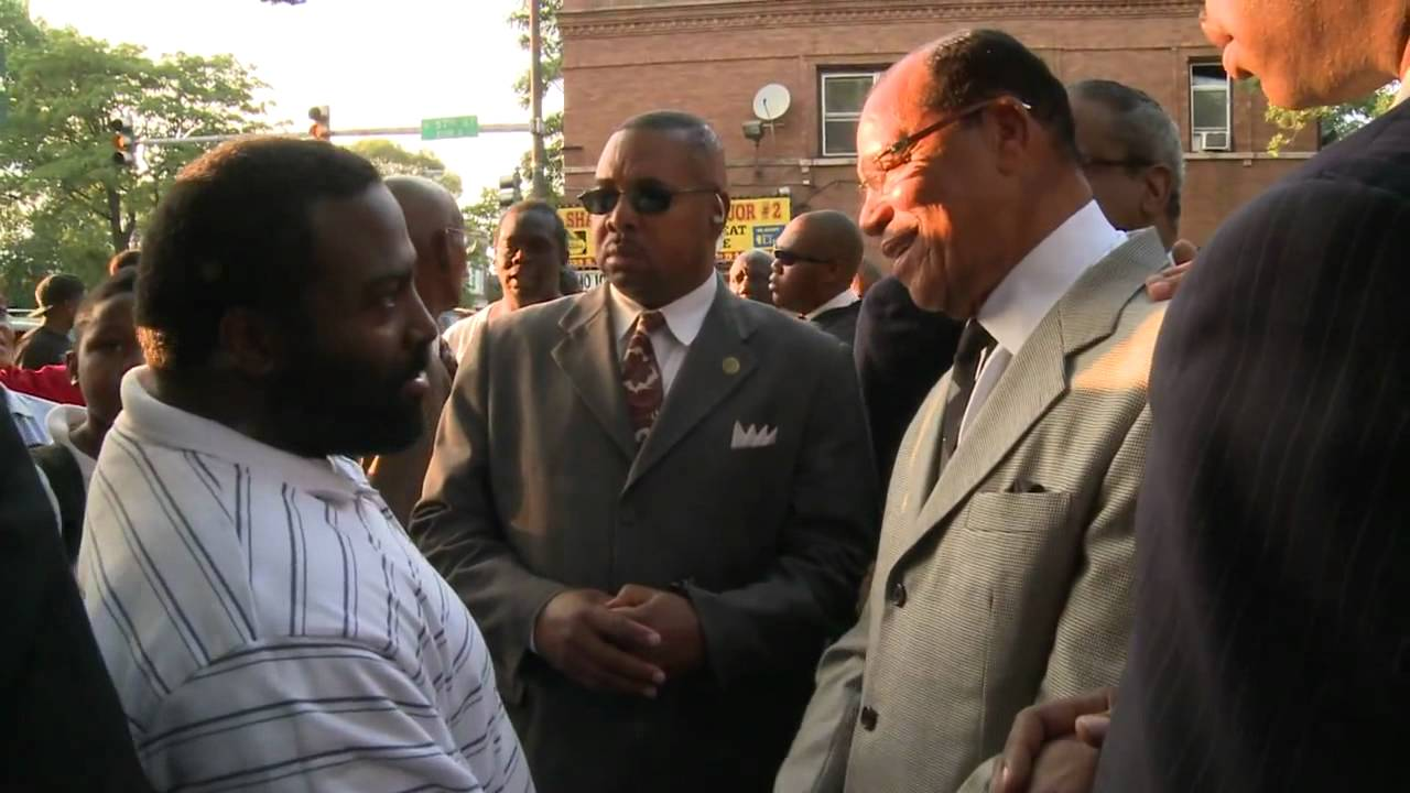 Minister Farrakhan in the Hood! Leading by example!