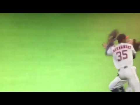 Astros' Altuve, Hernandez collide in outfield
