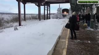 Поезд завалил снегом пассажиров на перроне 2017 News tv gro