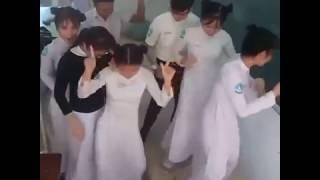 Dance của team nữ sinh áo dài sau khi thi xong :)) By:LTN