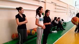 На уроке физкультуры в 10А