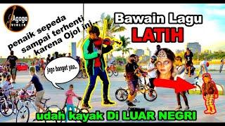 LATHI _ Weird Genius. Ojol mainkan Ala BULE / Luar Negri. di Pantai LOSARI Makassar.
