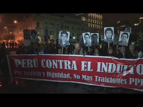 Cientos de peruanos protestan contra eventual indulto a Fujimori -