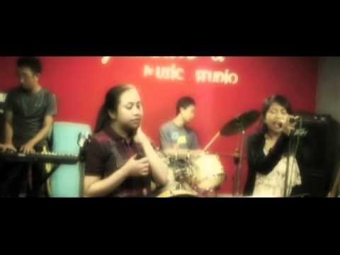 AKB48 - Heavy Rotation Cover [ Rehearsal Sessions ]