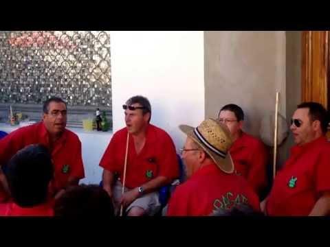 La peña Los Maragatos cantand...