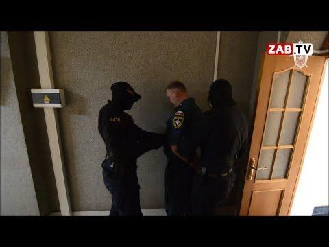 Сотрудники ФСБ увели у всех на виду майора МЧС, подозреваемого в крупном хищении
