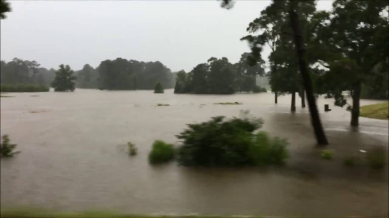 The Woodlands Texas Flooding >> The Woodlands Texas Golf Course Flooding 2016 - YouTube