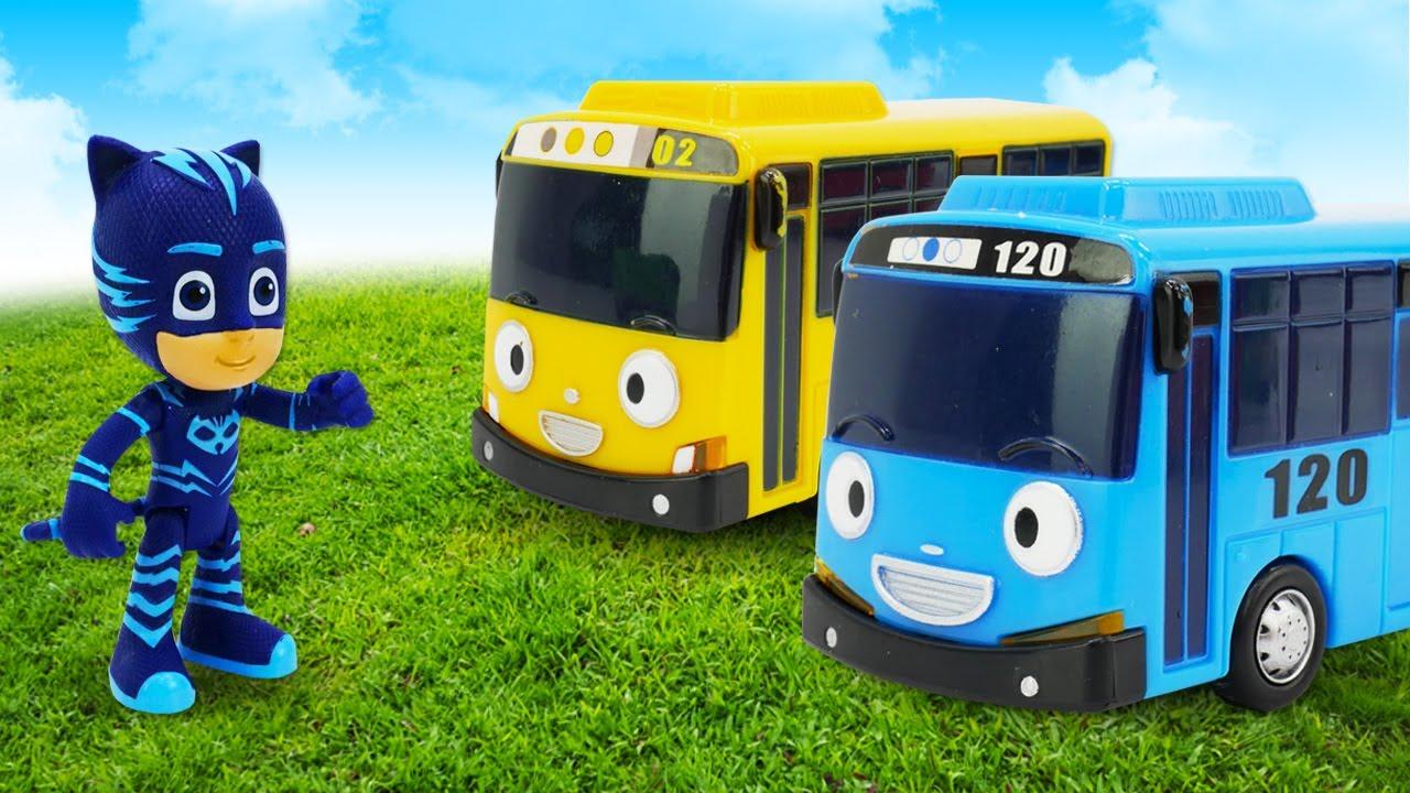 Tayo le petit bus fait du parachute. Vidéo en français avec les jouets pour enfants.
